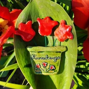 Anyák napi hűtőmágnes, Ruha & Divat, Kerámia, Anyák napi kerámia hűtőmágnes, soha el nem hervadó cserepes virág, mérete kb 6-7 cm. Keresztanya fel..., Meska