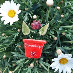 Anyák napi hűtőmágnes, Művészet, Kerámia, Anyák napi kerámia hűtőmágnes, soha el nem hervadó cserepes virág, mérete kb 6-7 cm. Keresztanya fel..., Meska