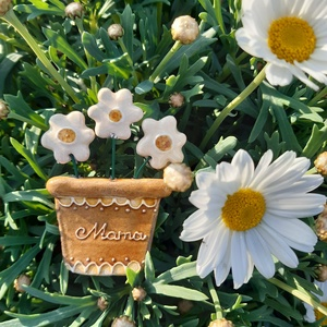 Anyák napi hűtőmágnes, Ruha & Divat, Kerámia, Anyák napi kerámia hűtőmágnes, soha el nem hervadó cserepes virág, mérete kb 6-7 cm. Mama felirattal..., Meska