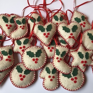 Filc karácsonyfadíszek /szett: 30 db/, Karácsonyfadísz, Karácsony & Mikulás, Otthon & Lakás, Varrás, FILC KARÁCSONYFADÍSZEK\n\nEgyedi kézzel készült filc karácsonyfadíszek fagyöngy mintával eladók. Gyöny..., Meska