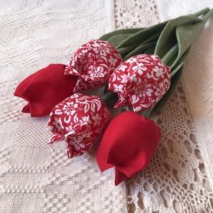 Textil tulipánok / szett: 5 db/ ingyen ajándékkísérővel, Otthon & Lakás, Csokor & Virágdísz, Dekoráció, Egyedi textil TULIPÁNOK eladók.   A csokor 5 szál tulipánt tartalmaz: - 2 piros - 3 piros-fehér virá..., Meska