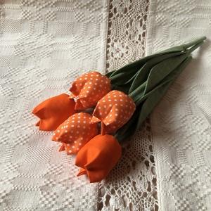 Tulipán /szett: 5 szál/ ingyen ajándékkísérővel, Csokor & Virágdísz, Dekoráció, Otthon & Lakás, Varrás, \nEgyedi textil TULIPÁNOK eladók. \n\nA csokor 5 szál tulipánt tartalmaz:\n- 2 narancssárga\n- 3 narancss..., Meska