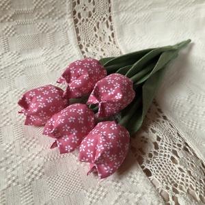 Tulipàn /szett: 5 szál/ ingyen ajándékkísérővel, Csokor & Virágdísz, Dekoráció, Otthon & Lakás, Varrás, \nEgyedi textil TULIPÁNOK eladók. \n\nA csokor 5 szál mályva-virágos tulipánt tartalmaz.\n\nGyönyörű dísz..., Meska