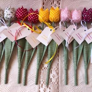 Tulipán Nőnapi ajándékkísérővel /szett: 10 szál/, Dekoráció, Otthon & lakás, Dísz, Ünnepi dekoráció, Anyák napja, Varrás, Egyedi textil TULIPÁNOK eladók. \n\nA csokor 10 szál tulipánt tartalmaz.\n\nGyönyörű dísze lehet otthonu..., Meska