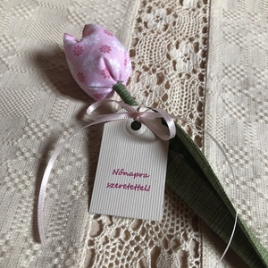 Tulipán Ajándékkártyával, Dekoráció, Otthon & lakás, Dísz, Varrás, Egyedi textil TULIPÁNOK eladók.\n\nGyönyörű dísze lehet otthonunknak ez a soha el nem hervadó tulipán ..., Meska