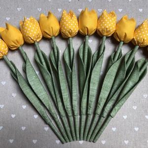 Tulipán /szett: 10 db/, Anyák napja, Ünnepi dekoráció, Dekoráció, Otthon & lakás, Húsvéti díszek, Esküvő, Meghívó, ültetőkártya, köszönőajándék, Varrás, Egyedi textil TULIPÁNOK eladók. \n\nA csokor 10 szál tulipánt tartalmaz:\n- 5 sárga\n- 5 sárga-fehér pöt..., Meska