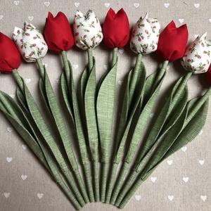 Textil tulipán /szett: 10 szál/ ingyen ajándékkísérővel, Csokor & Virágdísz, Dekoráció, Otthon & Lakás, Varrás, Egyedi textil TULIPÁNOK eladók. \n\nA csokor 10 szál tulipánt tartalmaz:\n- 5 piros\n- 5 ekrü-piros virá..., Meska