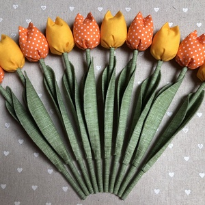 Textil tulipán /szett: 10 db/ ingyen ajándékkísérővel, Dekoráció, Otthon & lakás, Csokor, Varrás, Egyedi textil TULIPÁNOK eladók. \n\nA csokor 10 szál tulipánt tartalmaz:\n- 5 sárga\n- 5 narancspöttyes\n..., Meska