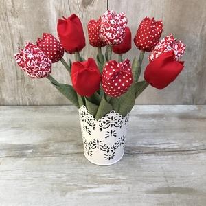 Tulipán kaspóval /szett: 12 db/ ingyen ajándékkísérővel, Otthon & lakás, Dekoráció, Csokor, Varrás, Egyedi textil TULIPÁNOK eladók. \n\nA csokor 12 szál tulipánt tartalmaz piros árnyalatokban.\n\nGyönyörű..., Meska