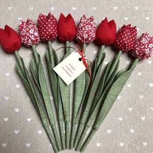 Anyák napi tulipán csokor /szett: 8 szál/ ingyen ajándékkártyával, Csokor & Virágdísz, Dekoráció, Otthon & Lakás, Varrás, Egyedi textil TULIPÁNOK eladók. \n\nA csokor 8 szál tulipánt tartalmaz piros árnyalatokban.\n\nGyönyörű ..., Meska