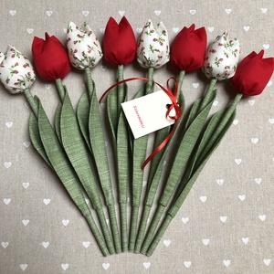Anyák napi tulipán csokor /szett: 8 szál/ ingyen ajándékkártyával, Otthon & lakás, Dekoráció, Ünnepi dekoráció, Anyák napja, Varrás, Egyedi textil TULIPÁNOK eladók. \n\nA csokor 8 szál tulipánt tartalmaz piros árnyalatokban.\n\nGyönyörű ..., Meska