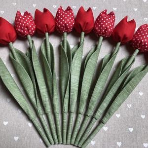 Anyák napi tulipán csokor /szett: 10 szál/ ingyen ajándékkártyával, Otthon & lakás, Dekoráció, Ünnepi dekoráció, Anyák napja, Varrás, Egyedi textil TULIPÁNOK eladók. \n\nA csokor 10 szál tulipánt tartalmaz:\n- 5 piros\n- 5 piros-fehér pöt..., Meska