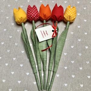 Anyák napi textil tulipánok / szett: 5 db/ ingyen ajándékkísérővel, Csokor & Virágdísz, Dekoráció, Otthon & Lakás, Varrás, Egyedi textil TULIPÁNOK eladók. \n\nA csokor 5 szál tulipánt tartalmaz piros-sárga-narancssárga árnyal..., Meska