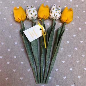 Pedagógus napi tulipán csokor /szett: 5 szál/ ingyen ajándékkártyával, Otthon & lakás, Dekoráció, Varrás, Egyedi textil TULIPÁNOK eladók. \n\nA csokor 5 szál tulipánt tartalmaz sárga és ekrü árnyalatokban.\n\nG..., Meska