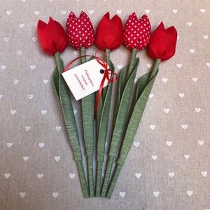 Pedagógus napi tulipán csokor /szett: 5 szál/ ingyen ajándékkártyával, Otthon & lakás, Dekoráció, Varrás, Egyedi textil TULIPÁNOK eladók. \n\nA csokor 5 szál tulipánt tartalmaz piros árnyalatokban.\n\nGyönyörű ..., Meska