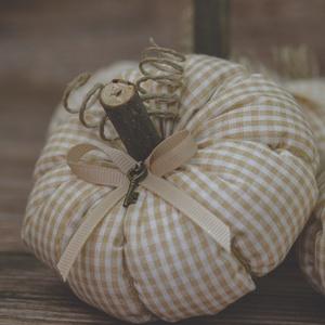Tök dekoráció, Dísztárgy, Dekoráció, Otthon & Lakás, Varrás, Őszi textil tök dekoráció eladó.\n\nPamutvászonból készült puha vatelinnel töltött textil tökök eladók..., Meska
