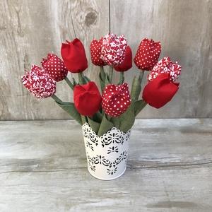 Tulipán csokor kaspóval / szett: 12 szál vegyesen/ ingyen ajándékkísérővel, Otthon & Lakás, Dekoráció, Csokor & Virágdísz, Varrás, Egyedi textil TULIPÁNOK eladók. \n\nA csokor 12 szál tulipánt tartalmaz piros összeállitásban.\n\nGyönyö..., Meska