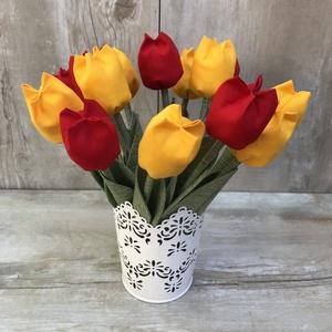 Tulipán csokor kaspóval / szett: 12 szál vegyesen/ ingyen ajándékkísérővel, Otthon & Lakás, Dekoráció, Csokor & Virágdísz, Varrás, Egyedi textil TULIPÁNOK eladók. \n\nA csokor 12 szál tulipánt tartalmaz piros-sárga összeállitásban.\n\n..., Meska