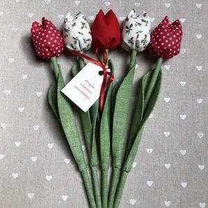 Anyák napi textil tulipánok / szett: 5 db/ ingyen ajándékkísérővel, Otthon & Lakás, Dekoráció, Csokor & Virágdísz, Varrás, Egyedi textil TULIPÁNOK eladók. \n\nA csokor 5 szál tulipánt tartalmaz piros árnyalatokban.\n\nGyönyörű ..., Meska