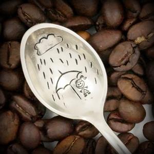 Esőben állni, és mégis száraznak maradni... (fehercsaba) - Meska.hu
