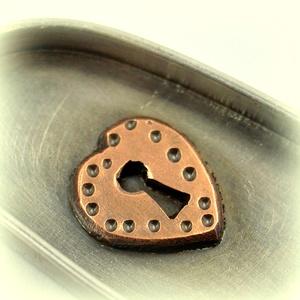 Titkom..., Ékszer, Medál,  Ezüstből készült ez a különleges medálka, viszont a keretbe foglalt kicsiny szív rézből készült.  I..., Meska