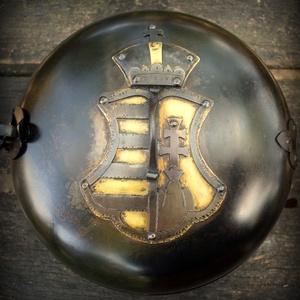 SÜTŐDISZKOSZ  címerrel 10 éhes embernek, Otthon & lakás, Férfiaknak, Konyhafelszerelés, Hagyományőrző ajándékok, A címer teszi igazán egyedivé ezt a főzőedényt.  Ez a fajta azért fekete, mert a vas edényeknél szok..., Meska