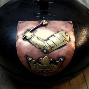 SÜTŐDISZKOSZ   egyedi címerrel 10 éhes embernek, Otthon & lakás, Férfiaknak, Táska, Divat & Szépség, Konyhafelszerelés, Magyar motívumokkal, A címer teszi igazán egyedivé ezt a főzőedényt. Küldd el a saját címered rajzát, és már készítem is...., Meska