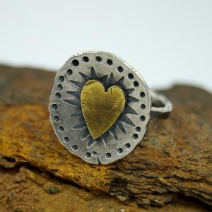 Ezüst szív gyűrű Mexikóból, Ékszer, Ötvös, Ékszerkészítés, Ezüst gyűrű, a belsejében kis réz szívecske. A méretét kérésedre beállítom., Meska