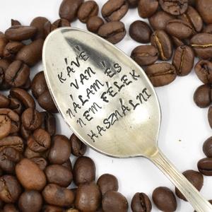 Kávé van nálam és nem félek használni, Otthon & lakás, Konyhafelszerelés, Ötvös, Ékszerkészítés, Vintage ajándék szerelmeseknek.\nA szöveg: Kávé van nálam és nem félek használni\nEz az egyik legnépsz..., Meska