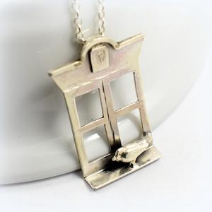 Ezüst madaram, Ékszer, Medál,  Ezüstből készült ez a különleges medálka, Magassága kb 4 cm. , Meska