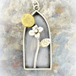 Napom-virágom, Ékszer, Medál,  Ezüstből készült ez a különleges medálka, a pici Nap a belsejében viszont rézből van. Kb 4 cm.  ..., Meska