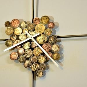 Falióra , óra Az idő pénz, Férfiaknak, Otthon & lakás, Lakberendezés, Falióra, óra, Legénylakás, Fémmegmunkálás,  Falra akasztható óra, falióra.\n Domború acéllemez alkotja a számlapot.\nIndustrial stílusa miatt bár..., Meska