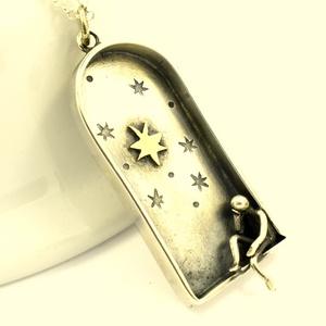 Álmodozó, Medál, Nyaklánc, Ékszer, Ötvös, Ékszerkészítés,  Ezüstből készült ez a különleges medálka, a pici csillag a belsejében viszont rézből van.\n\n..., Meska