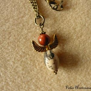 Aranyszárnyú angyal (nyaklánc), Ékszer, Nyaklánc, Medálos nyaklánc, Ékszerkészítés, Vegyes ásvány gyöngyökből készítettem a 3,5 cm-es angyalfigurát. Szárnya 2 cm-es, antik arany színű...., Meska