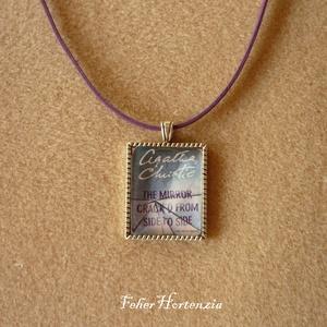 Agatha Christie: A kristálytükör meghasadt (lila szíjjal), Ékszer, Nyaklánc, Medálos nyaklánc, Ékszerkészítés, Meska