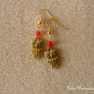 Baglyos fülbevaló (arany színű, piros gyönggyel) - ékszer - fülbevaló - lógó fülbevaló - Meska.hu