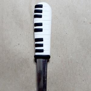 Zongora billentyű kiskanál, Otthon & lakás, Konyhafelszerelés, Egyéb, Gyurma, Egyedi,kézzel készült kiskanál,hogy feldobja az unalmas hétköznapokat;-)\nMinden kiskanál mosogatható..., Meska