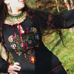 Rábaközi Fehérnép szalagos blúza - fekete HU, Magyar motívumokkal, Táska, Divat & Szépség, Női ruha, Ruha, divat, Blúz, Hímzés, Varrás, Csillagszemű magyar asszonyok, hölgyek szépségének emelésére készítettük.\n\nBüszkék vagyunk arra, hog..., Meska