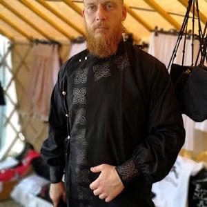 Kaukázusi felülöltő - fekete, Férfiaknak, Hagyományőrző ajándékok, Ing, Hímzés, Varrás, Régesrégi  közép-ázsiai ingek szabásvonalait vettük alapul a minta megalkotásakor. Manapság már csak..., Meska