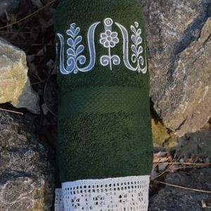Fehérnép hímzett törölközője 50x100 méregzöld - Meska.hu