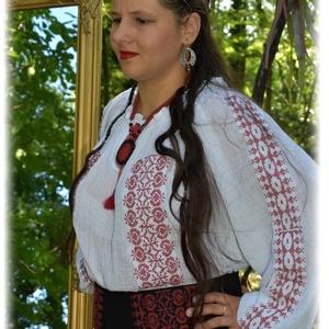 """""""Borbolya"""" gézblúz (fehér-bordó), Táska, Divat & Szépség, Ruha, divat, Női ruha, Magyar motívumokkal, Blúz, Hímzés, Varrás, Keresztszemes """"Borbolya"""" kollekciónk része, előttünk itt járt asszonytársaink emlékére, lépteik nyom..., Meska"""