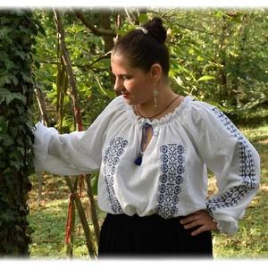 """""""Borbolya"""" gézblúz (fehér-kék), Ruha & Divat, Női ruha, Blúz, Hímzés, Varrás, Keresztszemes """"Borbolya"""" kollekciónk része, előttünk itt járt asszonytársaink emlékére, lépteik nyom..., Meska"""