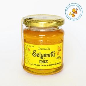 selyemfű méz, Méz, Kulinária (élelmiszer), Élelmiszer előállítás, méhikék Szentmártonkáta külterületét bőségesen borító selyemfű / vaddohány / selyemkóró néven is ism..., Meska