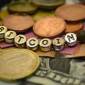 Bitcoin egyedi férfikarkötő üzletembereknek és pénzteremtő férfiaknak matt fekete ónix és zöld jáspis ásványgyöngyökből (Fenyekszer) - Meska.hu