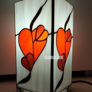 Mesésen szép Tiffany hasáb lámpa, melyet a szerlelem, szeretet ihletett, Otthon & lakás, Lakberendezés, Lámpa, Állólámpa, Hangulatlámpa, Asztali lámpa, Üvegművészet, Ezt a csodaszép Tiffany technikával készített hasáb lámpát a szerelem, szeretet ihlette. Mind a 4 ol..., Meska