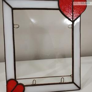 Tiffany képkeret piros szivecskékkel, Otthon & lakás, Lakberendezés, Képkeret, tükör, Üvegművészet, Ezt a csodaszép Tiffany technikával készített álló képkeretet a szerelem, szeretet ihlette. A Tiffan..., Meska