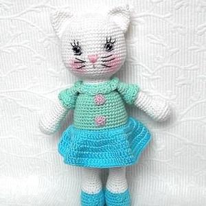 Cica kislány- amigurumi játékfigura, Gyerek & játék, Otthon & lakás, Dekoráció, Ünnepi dekoráció, Gyereknap, Játék, Hímzés, Horgolás,  25 cm magas horgolt cica.\nTört fehér és menta-türkiz catania pamut fonalból készült.\nKézi hímzésű a..., Meska
