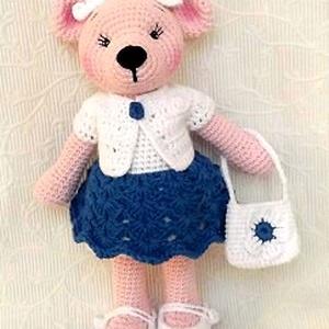 Macilány  ünneplő ruhában-öltöztethető horgolt , Gyerek & játék, Játék, Plüssállat, rongyjáték, Hímzés, Horgolás, Saját minta alapján,  fehér, kék és világos rózsaszínű Paris pamut fonalból készült maci lány.\nKabát..., Meska