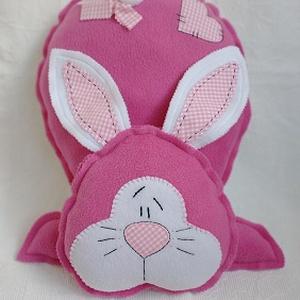 Pink Nyuszi párna , Játék & Gyerek, Varrás, Hímzés, Névre szóló egyedi ajándék lehet egy kislánynak ez a nyuszi párna.\nSaját tervezésű minta alapján kés..., Meska