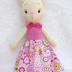 Nyuszi horgolt figura, Nyuszi, Plüssállat & Játékfigura, Játék & Gyerek, Hímzés, Horgolás, Névnap vagy születésnap alkalmából is, nagy örömet szerezhetünk egy kislánynak, ezzel a  nyuszilánny..., Meska